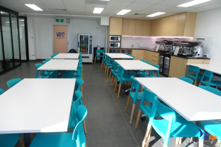 Cơ sở vật chất hiện đại tạo điều kiện cho sinh viên theo học