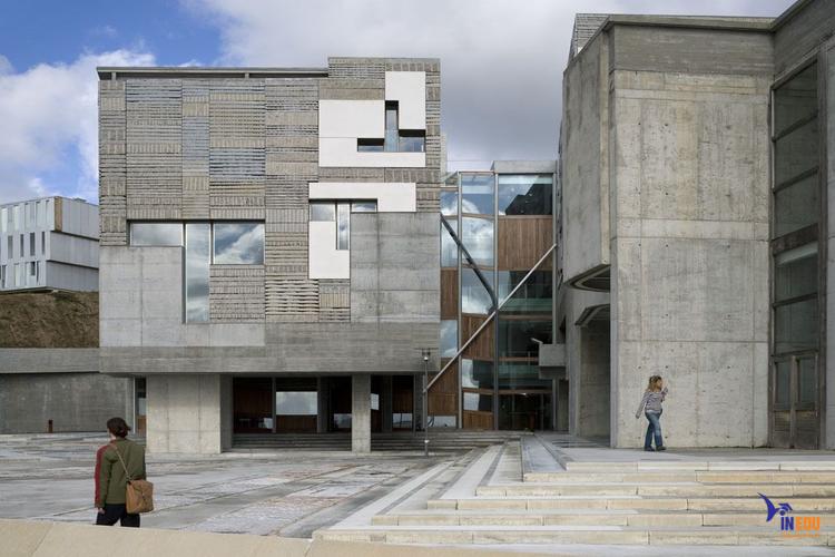 Hệ thống cơ sở vật chất hiện đại tại Vigo