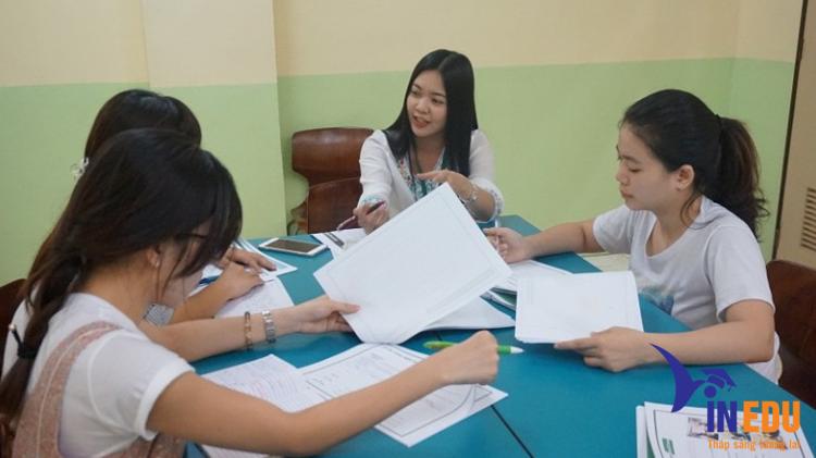 Lớp học nhóm tại trường