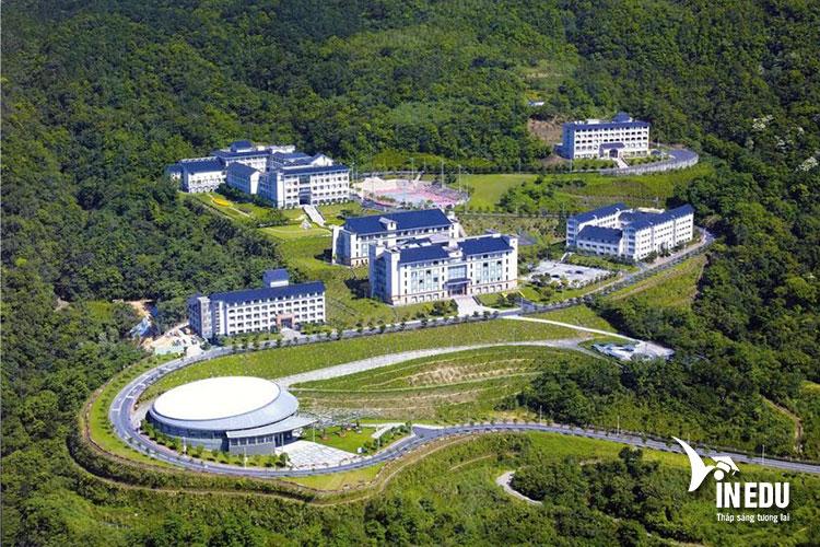 Trường có khuôn viên rộng. Sinh viên tốt nghiệp đại học Phật Quang đều có đủ năng lực cạnh tranh với sinh viên toàn cầu