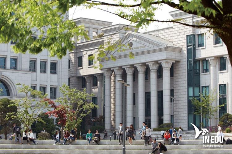 Trường Hankuk thành lập năm 1954