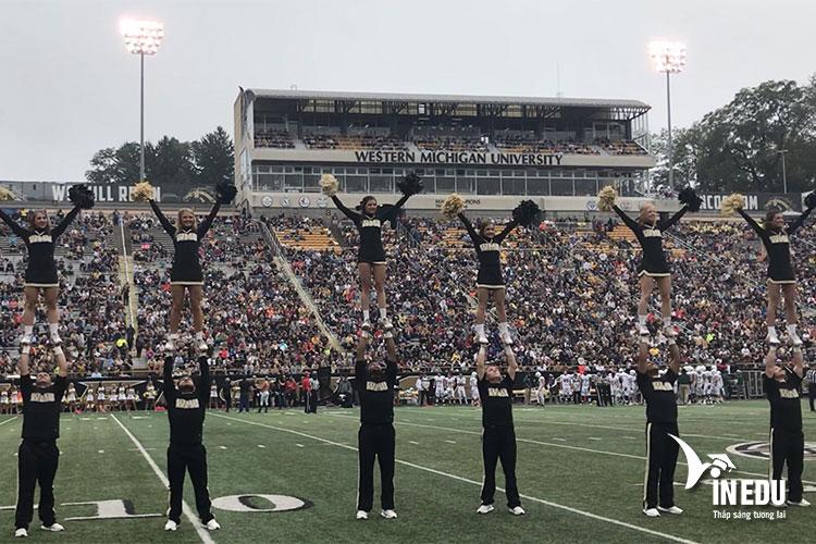 Đại học Western Michigan có rất nhiều câu lạc bộ và thường xuyên tổ chức các hoạt động ngoại khóa cho sinh viên