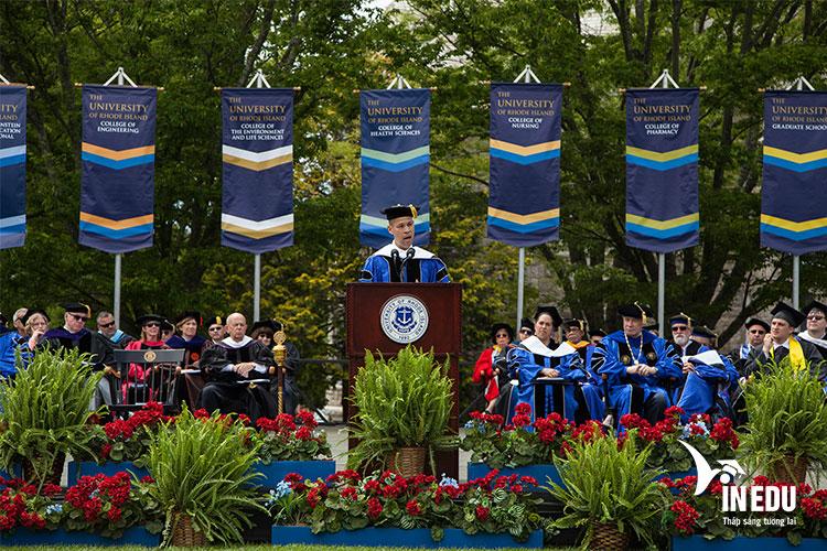 Tốt nghiệp trường Rhode Island mở ra một tương lai tươi sáng
