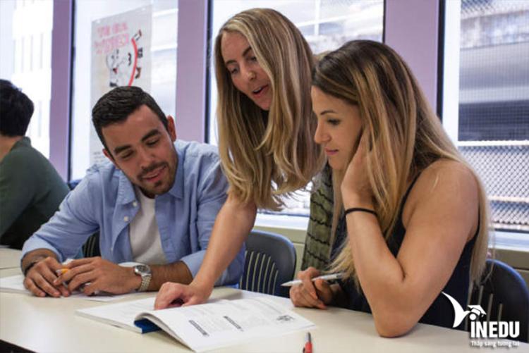 Chi phí và học bổng hấp dẫn tại Sprott Shaw College