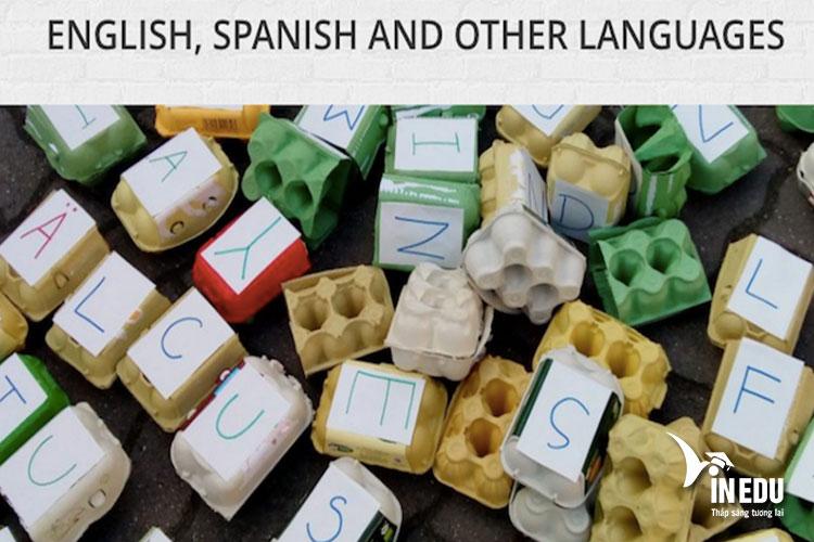 Bên cạnh giảng dạy tiếng Đức, trường Kästner còn nổi tiếng trong việc đào tạo ngôn ngữ Anh, Tây Ban Nha,....