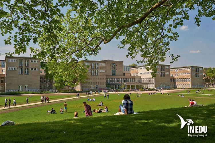 Đại học Koln có khuôn viên rộng lớn