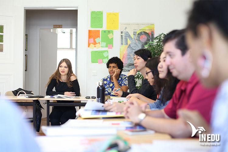Lớp học tại trường Sprachen Berlin chỉ khoảng 14 sinh viên