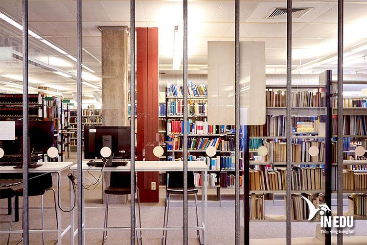 Thư viện tại Đại học Bielefeld với hơn 2,2 triệu đầu sách