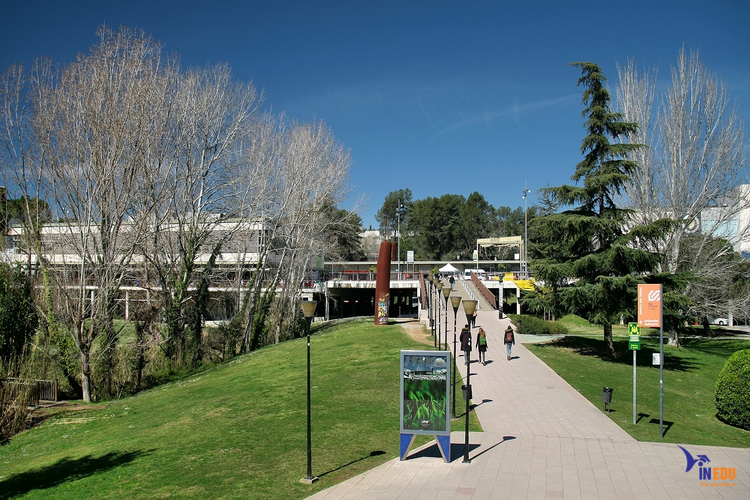 Cơ hội làm việc trong môi trường chuyên nghiệp sau khi tốt nghiệp Autonoma of Barcelona