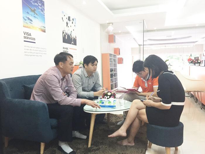[GÓC VĂN PHÒNG] Học sinh tới văn phòng VinEdu Hà Nội để nhận tư vấn du học