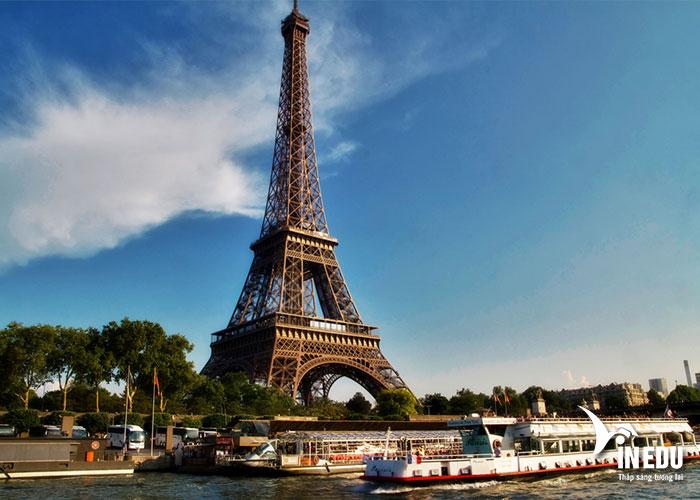 Nước Pháp có nhiều công trình kiến trúc tiêu biểu