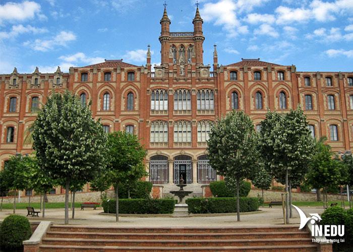 Trường Sant Ignasi mở rộng cơ hội việc làm trong ngành du lịch, khách sạn