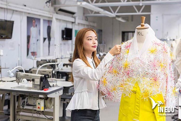 Rất nhiều trường học đào tạo ra nhân tài cho ngành thời trang trên nước Pháp