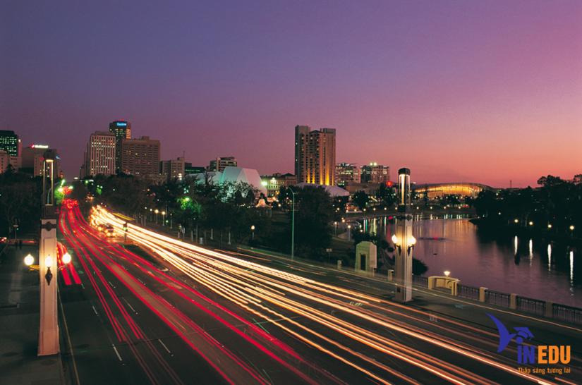 Thành phố Adelaide về đêm