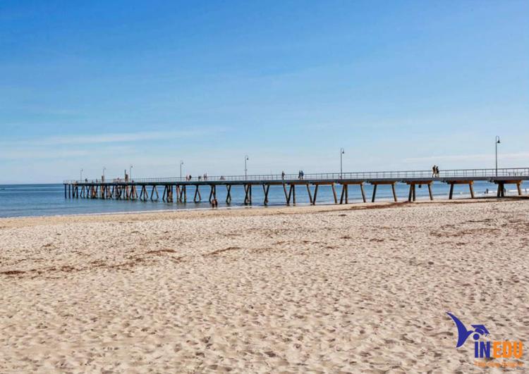 Bãi biển tại Adelaide
