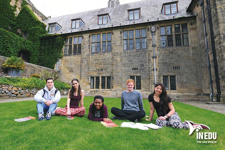 Bangor - ngôi trường cổ kính - giấc mơ của rất nhiều bạn trẻ