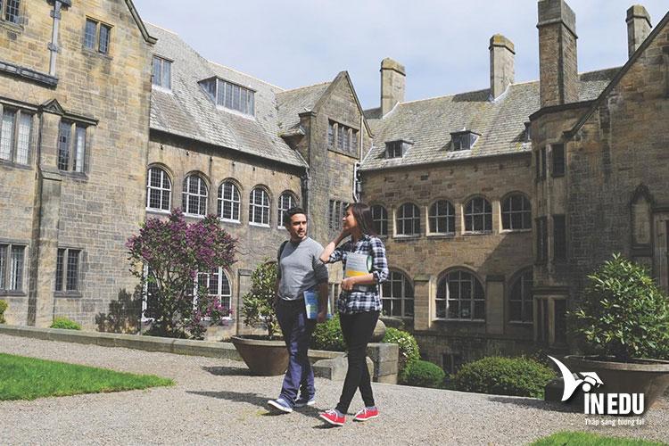 Đại học Bangor - một trong những ngôi trường đầu tiên của xứ Wales