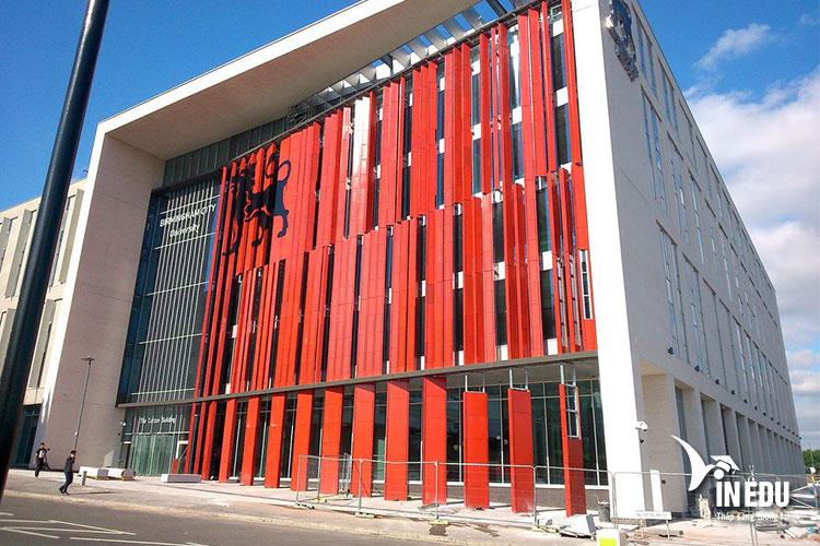 Đại học Birmingham City là ngôi trường được nhiều sinh viên yêu thích