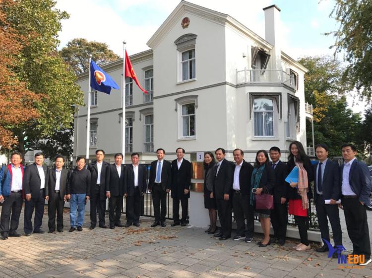 Đại sứ quán Hà Lan được đặt tại thủ đô Hà Nội
