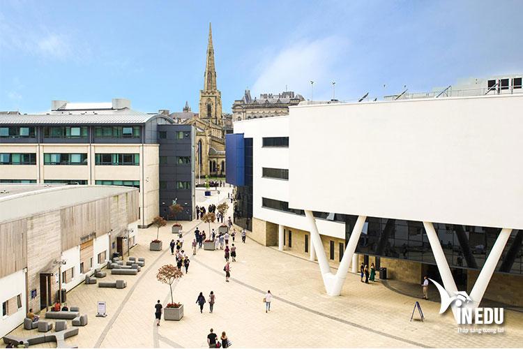 Học tập tại trường đại học Huddersfield hàng đầu hiện nay