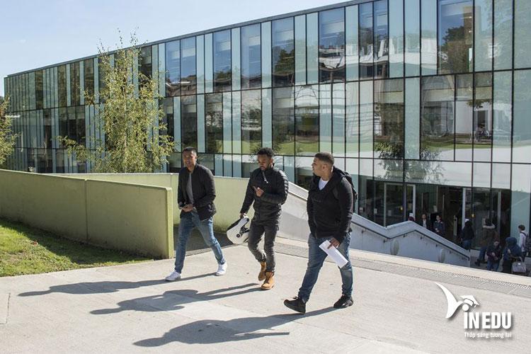 Học phí dành cho sinh viên quốc tế khi theo học tại Đại học Kingston London