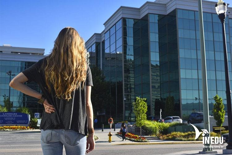 Tìm hiểu về Trung tâm Nghệ thuật và Công nghệ tại Canada
