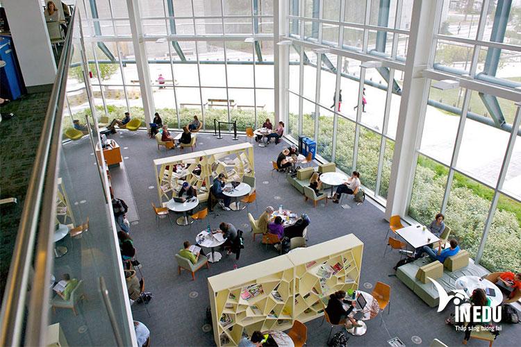 Cơ sở vật chất tại trường cũng được đánh giá cao với trang thiết bị hiện đại